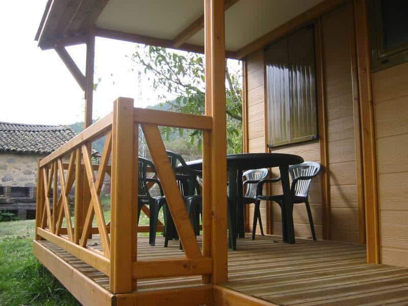 Camping-Prados-Abiertos-Gredos-bungalow-entrada