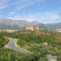 Camping Prados Abiertos en Gredos vista del Castillo de Mombeltran